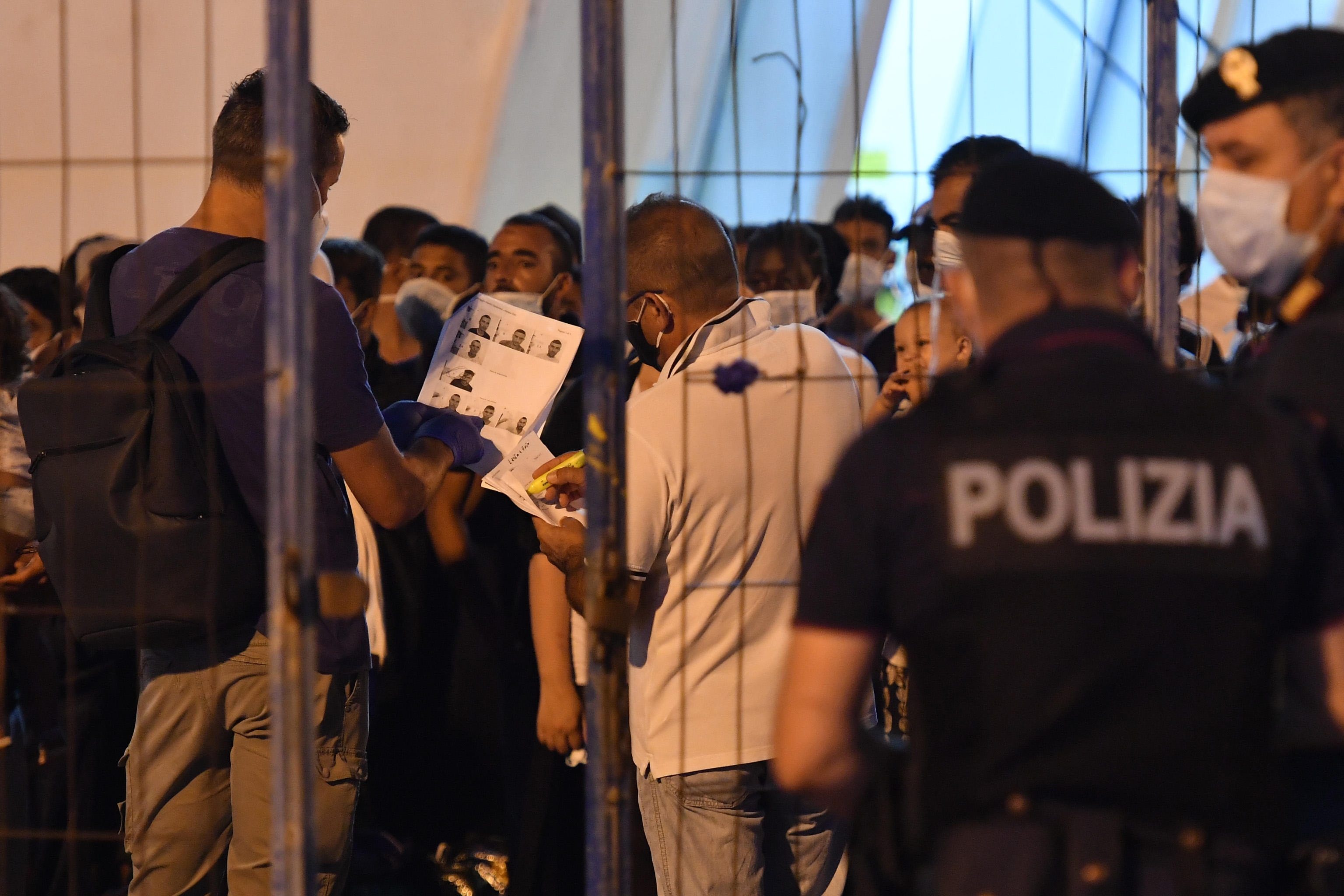 Otto migranti positivi trasferiti a Palermo