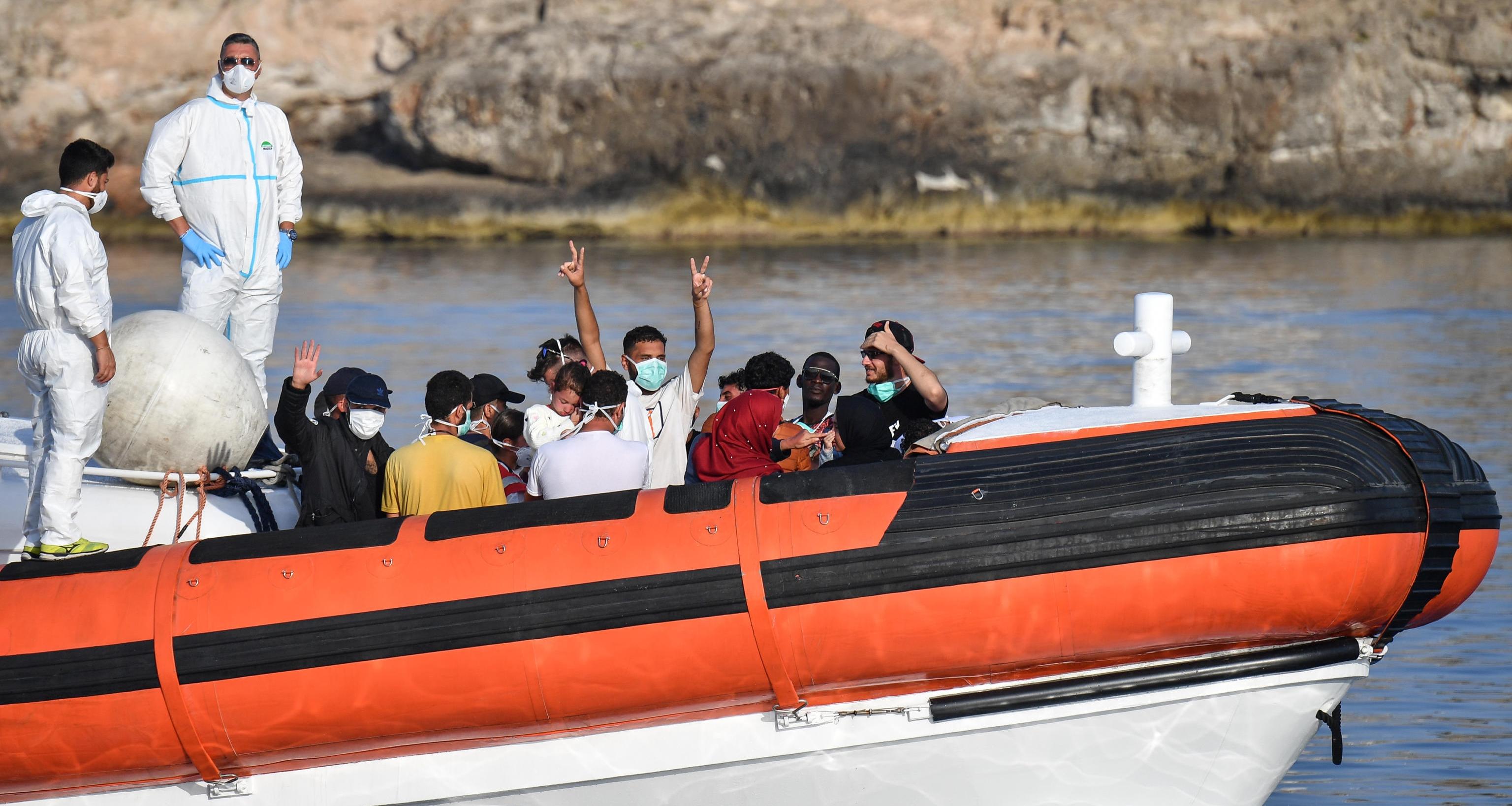 Lampedusa, 7 sbarchi in poche ore
