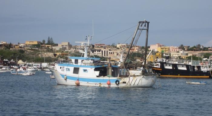 Pescherecci siciliani sequestrati in Libia, avanzata l'ipotesi di uno scambio