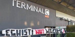 """""""Leghisti not welcome"""": a Fontanarossa spuntano gli striscioni contro Salvini"""