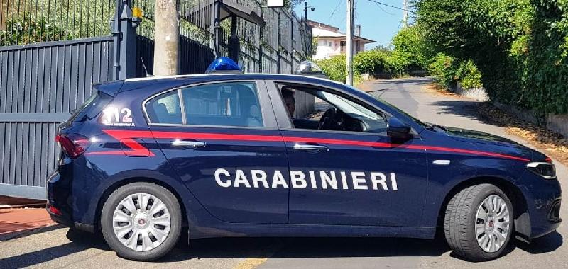 """Carabinieri aiutatemi, ho rubato un'auto"""
