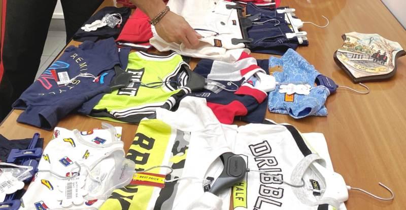 Vestiti rubati al mercatino di Caltagirone