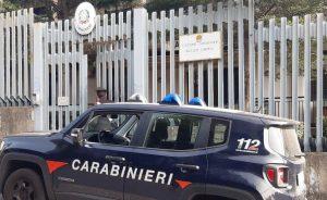 """Difende la madre dalla furia del padre: """"Non la toccare, dico la verità ai carabinieri"""""""