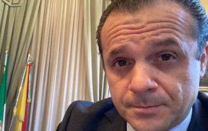 """Messina ultrarossa, De Luca vince un round e rilancia: """"Musumeci chiuda tutto in Sicilia"""""""