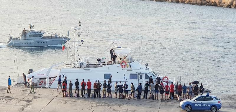 Sbarchi a ripetizione, Lampedusa scoppia
