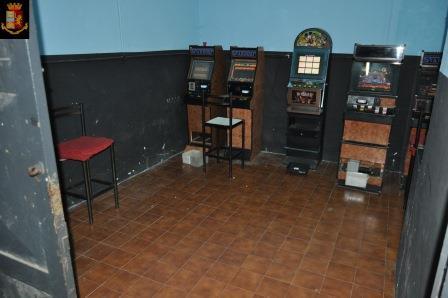 A Librino centro scommesse e slot illegali
