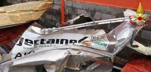 La furia della tromba d'aria a Fontanarossa, carrelli bagagli sbalzati a centinaia di metri