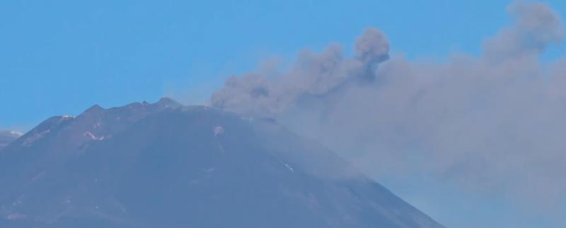 L'Etna continua a sbuffare