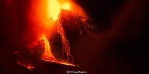 Lo spettacolo delle fontane di lava