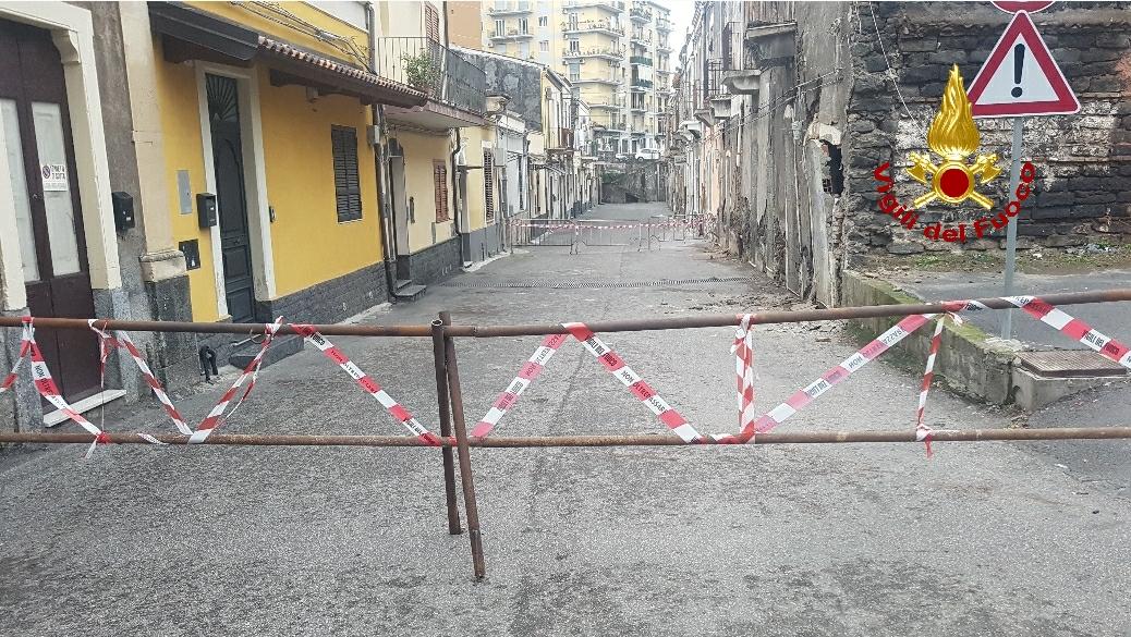 Catania, crolla palazzina disabitata