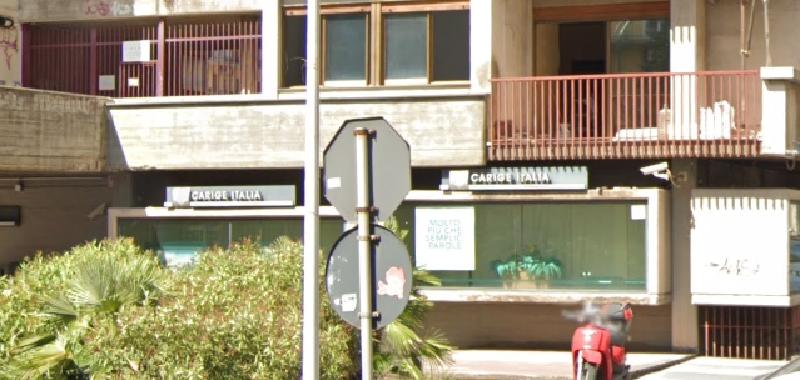 Catania, rapina banca armato di taglierino