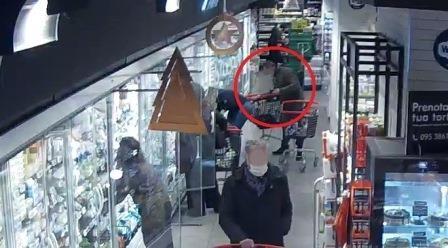 Preso ladro tra gli scaffali del supermercato