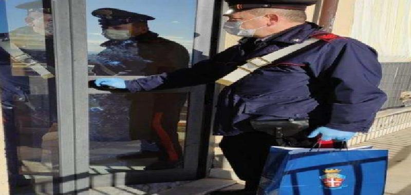 Covid: coppia in isolamento a Caltanissetta, i carabinieri consegnano il latte per i figli