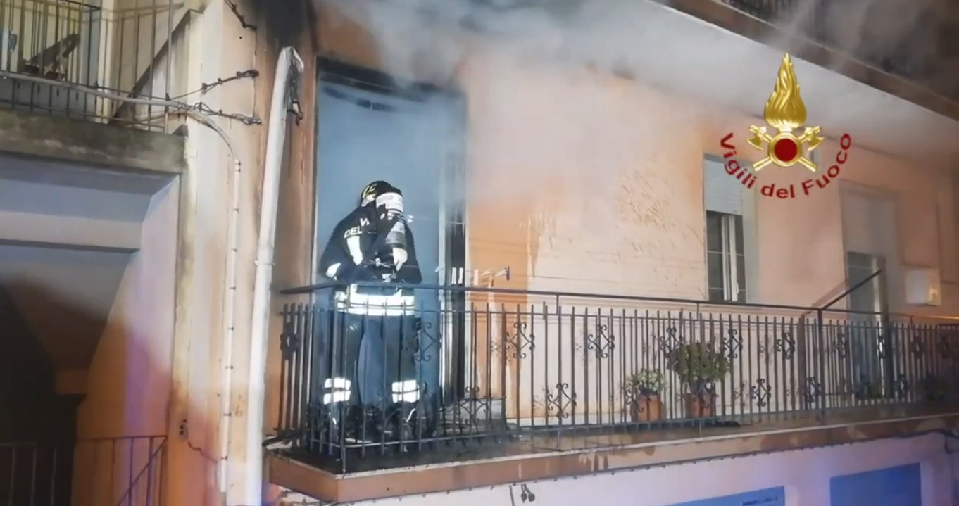 Incendio in casa, salvata ultraottantenne