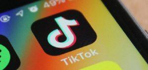 Challenge di soffocamento su Tik Tok, dichiarata morte celebrale per bimba