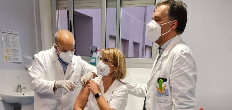 """In Sicilia già eseguite 30 mila vaccinazioni. Razza: """"Buon inizio, siamo secondi in Italia"""""""