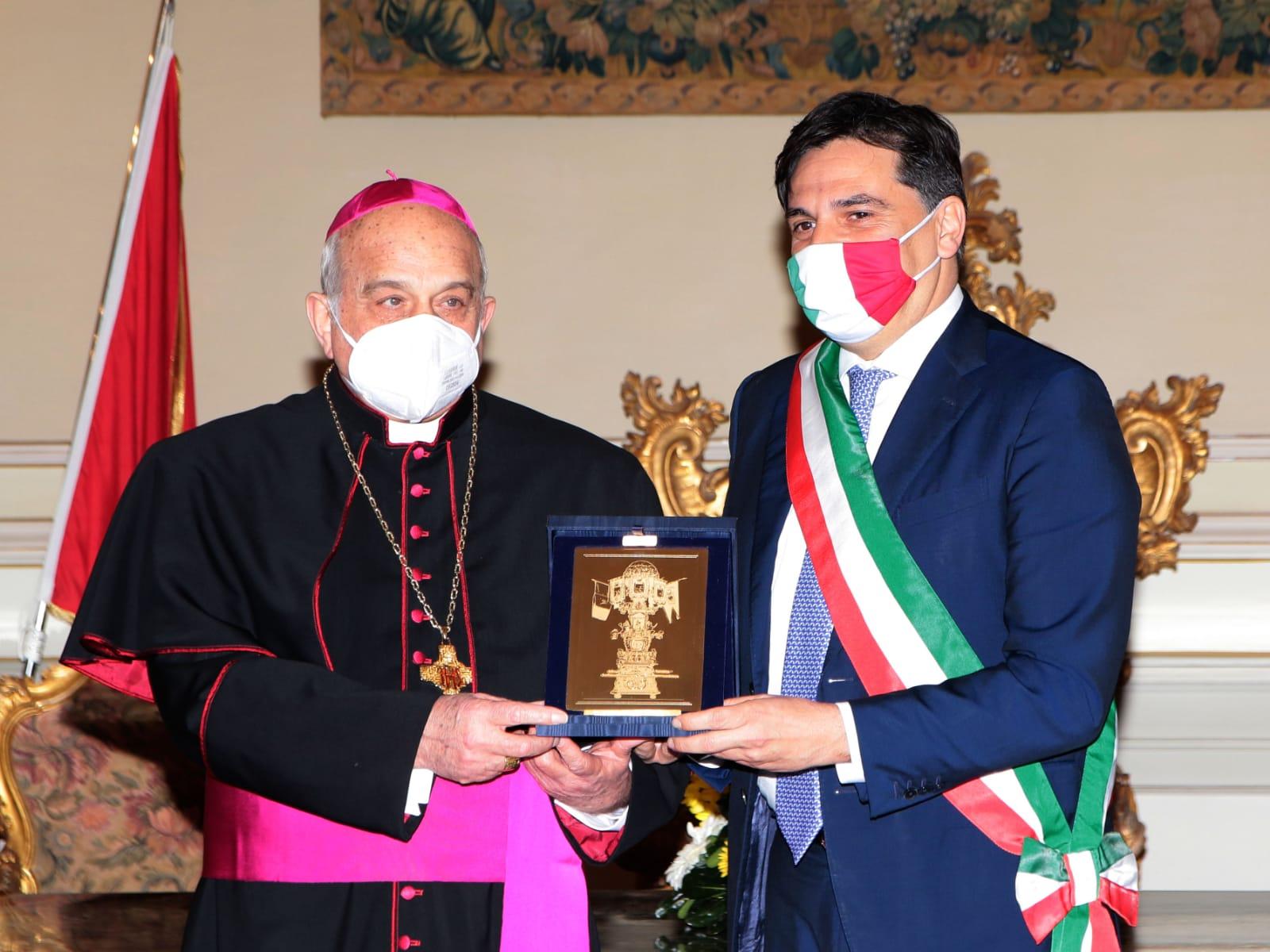 Candelora d'oro a monsignor Gristina
