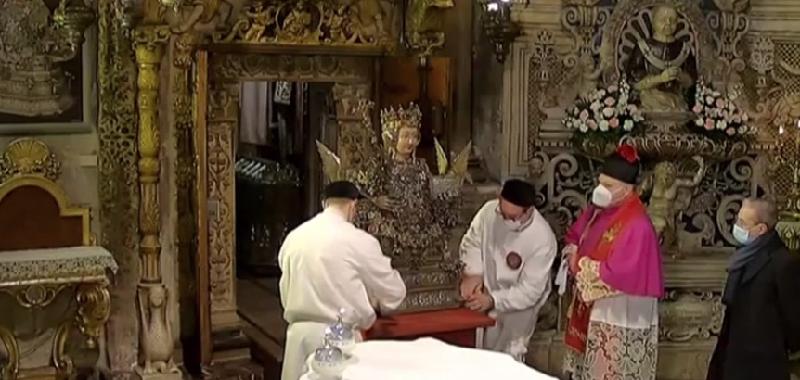 """Sant'Agata esce dalla """"cammaredda"""""""
