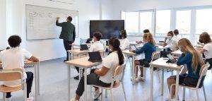 """Vaccini, in Sicilia ora tocca ai docenti: """"Ma per le prenotazioni è scoppiato il caos"""""""